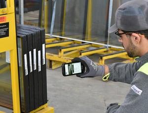 Scannen von Randverbund-Etiketten mit dem A+W Smart Companion auf einem iPhone.