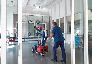 Im hauseigenen Prüfraum der Schmidt GmbH wird regelmäßig die Qualität von Elementen aus der laufenden Produktion getestet.